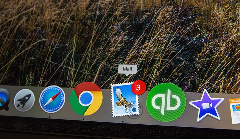 The menu bar of a Mac showing Safari, Chrome, Mail, Quickbooks and other apps.